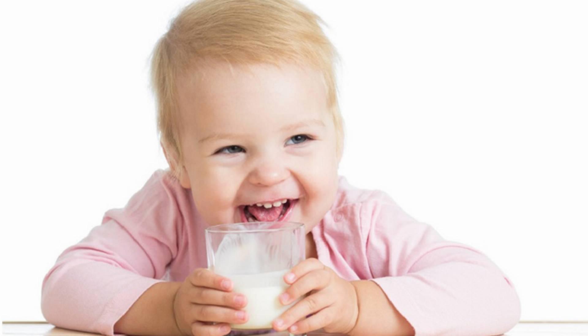 mleko-uht-czy-podawać-dzieciom