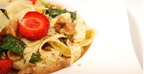 Fettucini z kurkami i szpinakiem, dania makaron, grzyby, kurki, szybkie dania, dania jarskie, dla wegetarian