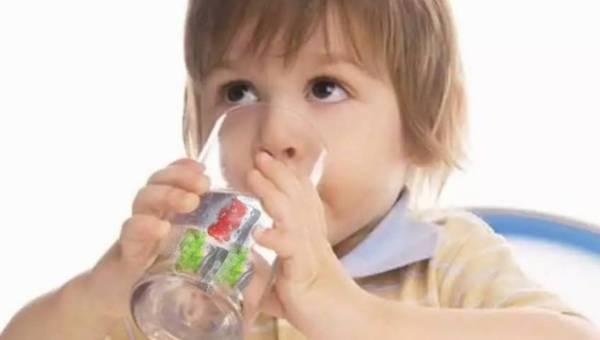 Pomysł na… orzeźwiające napoje z oryginalnymi kostkami lodu