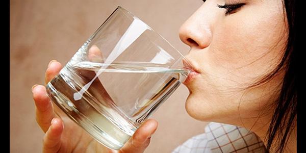 Wpływ picia wody na dietę i metabolizm