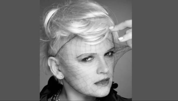 Katarzyna Figura – chłopczyca i kapelusz z włosów – nowy image na  festiwalowe tourne aktorki