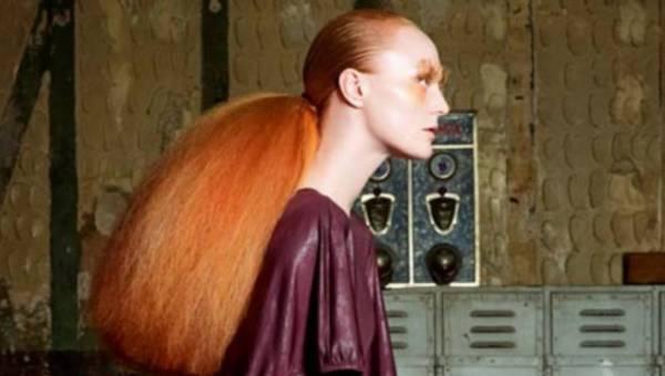 Swoboda w stylizacjach – długie włosy