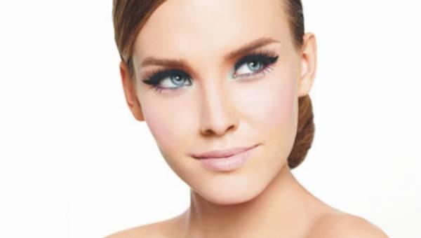 Kobiecość w oprawie wiosennych pasteli – makijaż Golden Rose na wiosnę 2012 r.