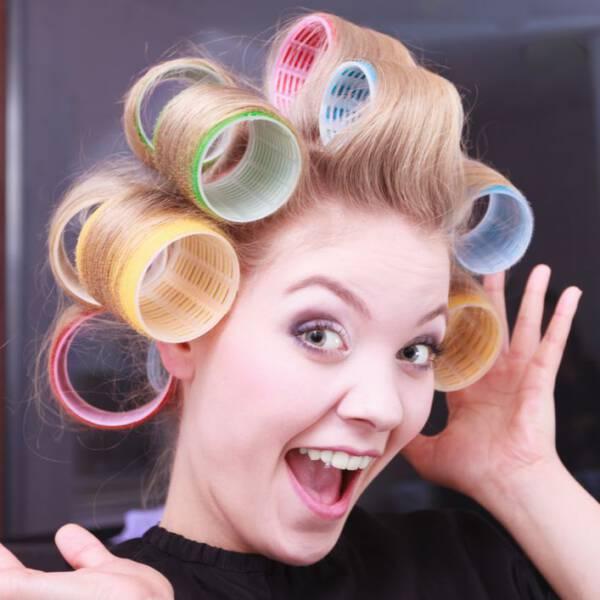 Jak Zakręcić Włosy Na Wałki 6 Sposobów Na Kręcone Włosy