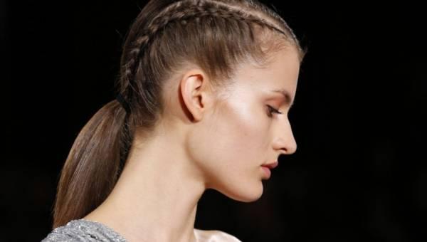 Co zrobić żeby włosy szybciej rosły? 50+ sprawdzonych sposobów