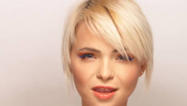 Modny makijaż z kolorową kreską na lato 2012