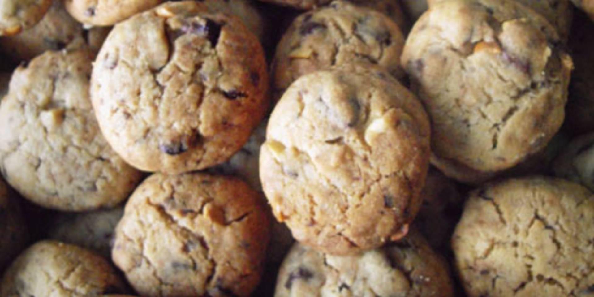 Kruche ciasteczka maślane z kawałkami czekolady