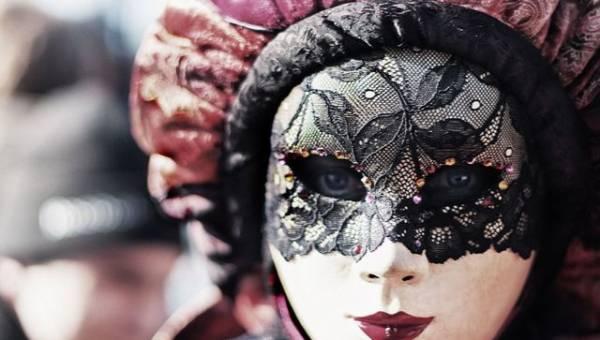 | Zobacz najnowszy koronkowy trend w makijażu wieczorowym. Prawie jak koronkowa maska