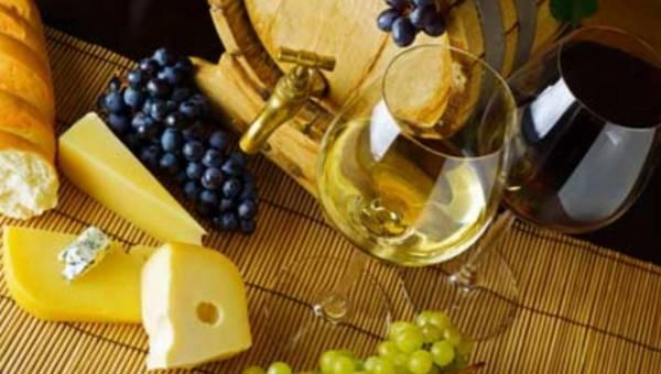 Chłodne wieczory we francuskim stylu – ser i wino