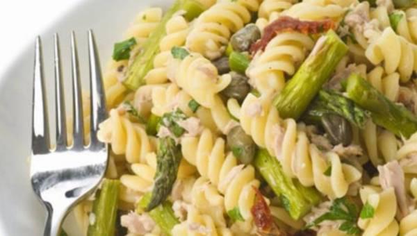 Letnie smaki zimową porą – czyli makaronowa sałatka ze szparagami