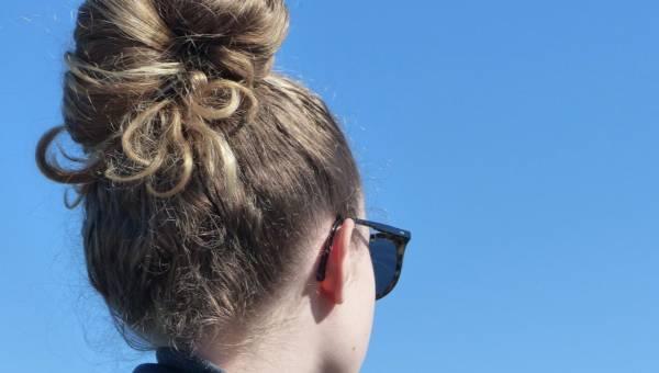 Fantazyjne upięcia włosów, tradycyjne warkocze i inne pomysły na fryzury