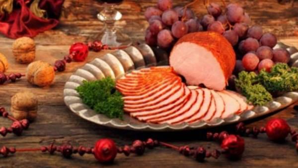 Święta niezwykłe dzięki sztuce serwowania wędlin