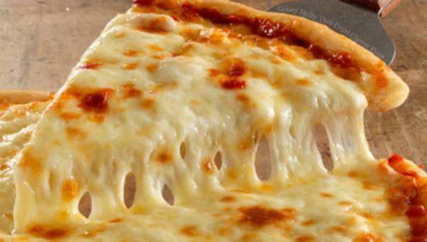 Pizza przepis – prosty w 5 krokach, jak zrobić ciasto na pizzę i sos