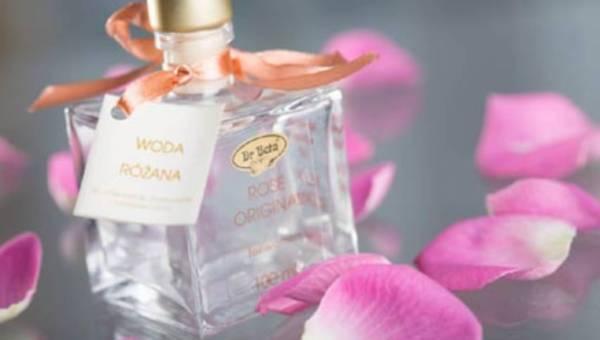 Woda różana – niepowtarzalna aura zapachu nasłonecznionych różanych pól