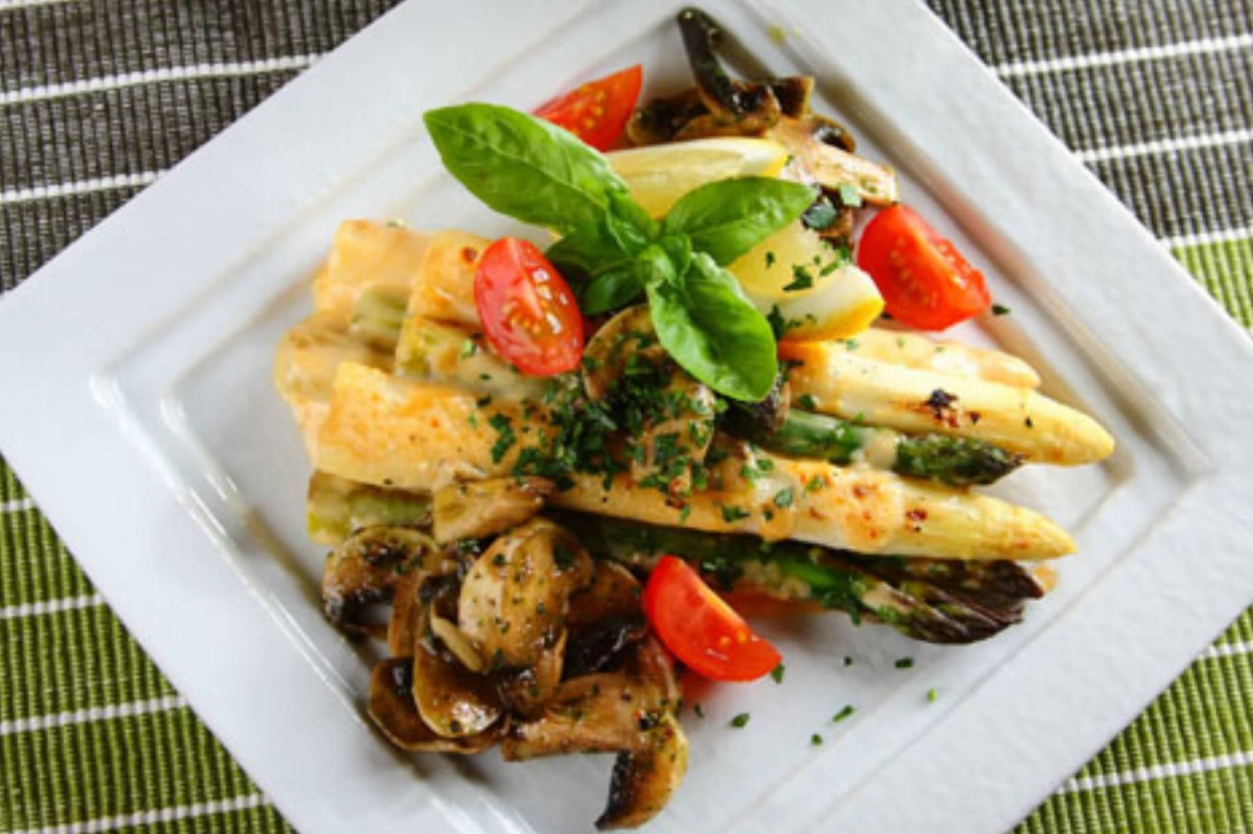 Knorr - grillowane szparagi z cheddarem