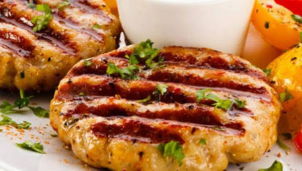 Stek z polędwiczki wieprzowej z sosem chrzanowym