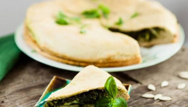Dla wegetarian: Ciasto szpinakowe z sosem serowym