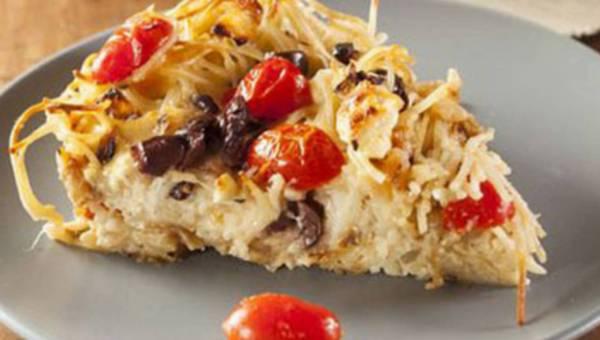 Pizza niejedno ma imię… czyli nietypowy włoski mix – pizza z makaronem!
