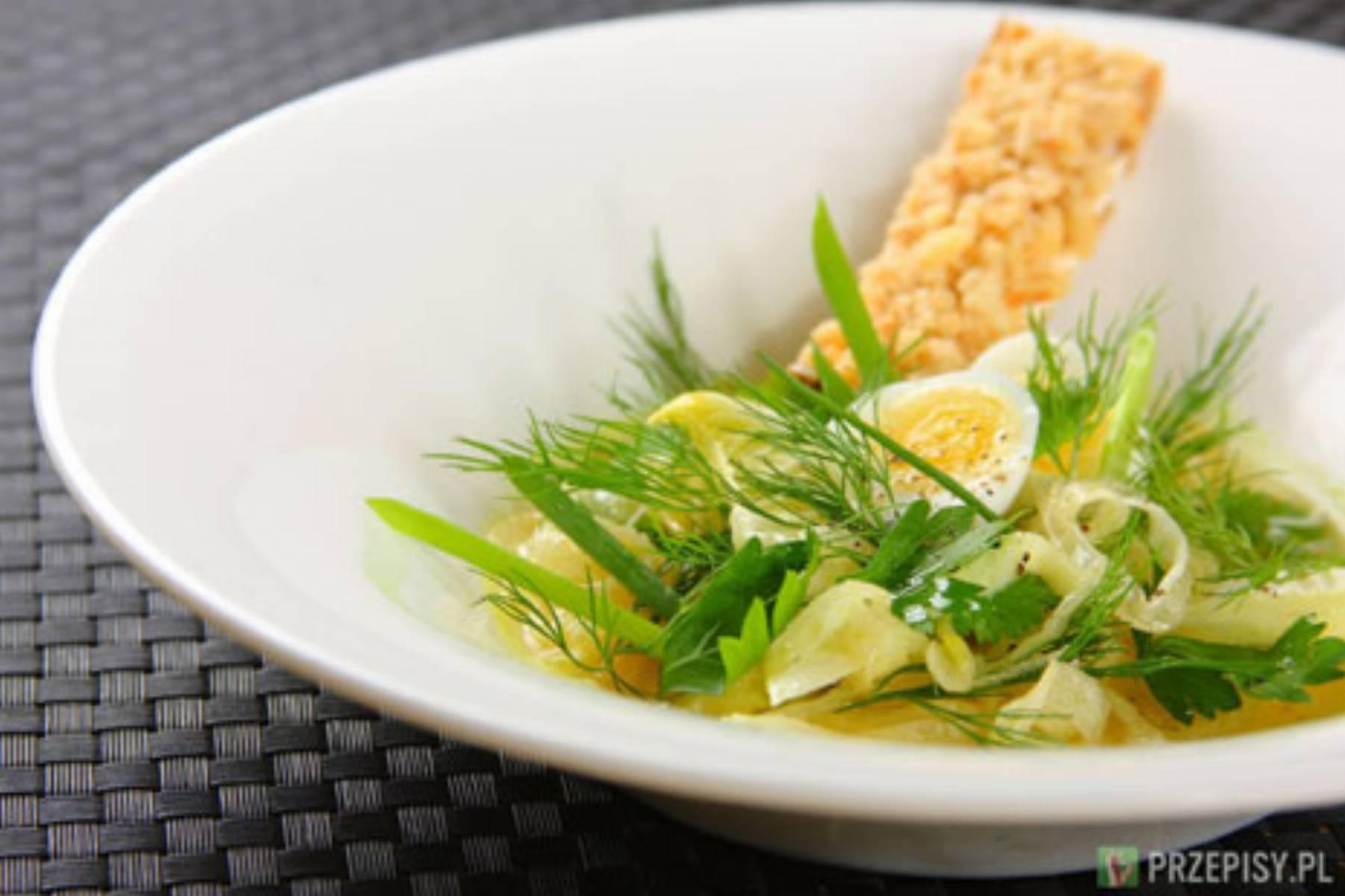 Salatka z mlodych ziol z fenelem i oliwa
