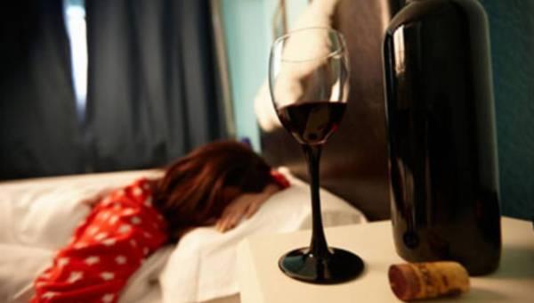 Alkohol najgorszym środkiem na bezsenność