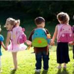 Dzieci ida do szkoly ik