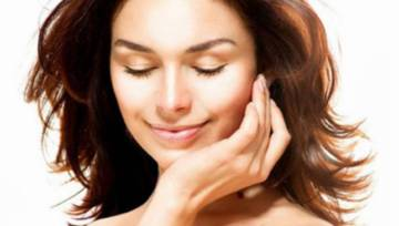 Co wpływa na jędrność skóry twarzy?