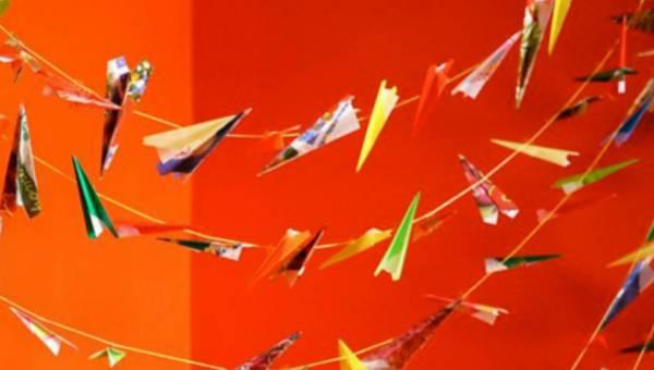 Pomysł na: girlanda z papierowych samolotów do pokoju dziecka – DIY