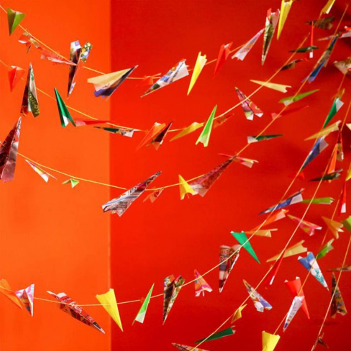 Girlanda-z-samolotow-_1_jak-ozdobic-pokoj-dziecka_DIY