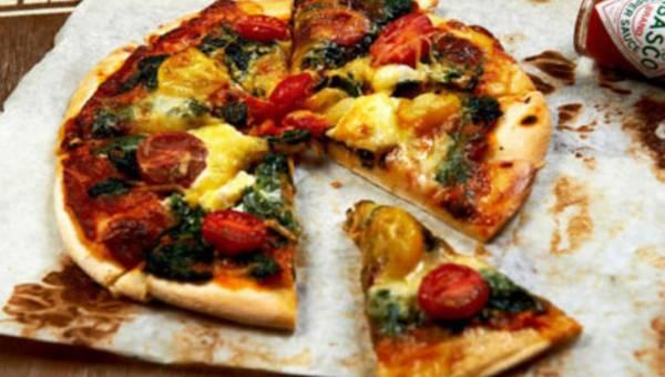 Szybki i sycący posiłek na wieczór – domowa pizza!