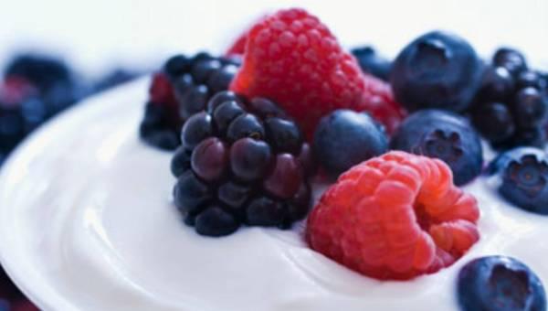 Jogurty, to co najlepsze z mleka i więcej – dlaczego warto go jeść?