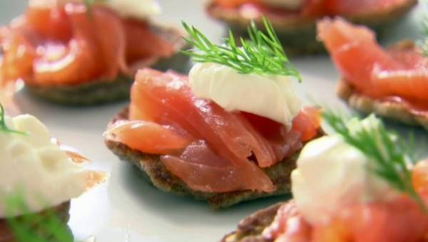 Ina Garten: Szybkie bliny z Creme Fraiche i wędzonym łososiem