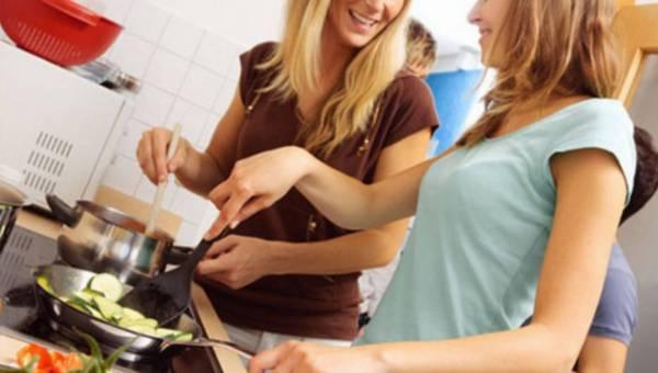 Jak ciekawie spędzić wieczór z przyjaciółmi? Odpowiedzią – wieczór kulinarny