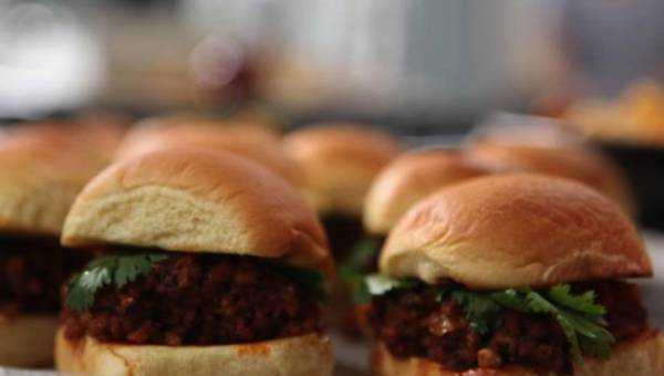 Przepis na: Burgery Chipotle Porky Joe –  wg Michael Symon