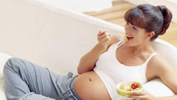 Jak prawidłowo się odżywiać i ćwiczyć w ciąży?