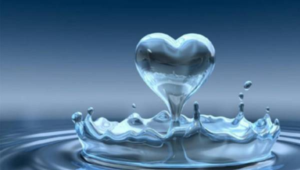 Woda do zadań specjalnych- dla przyszłej i karmiącej mamy oraz niemowlęcia