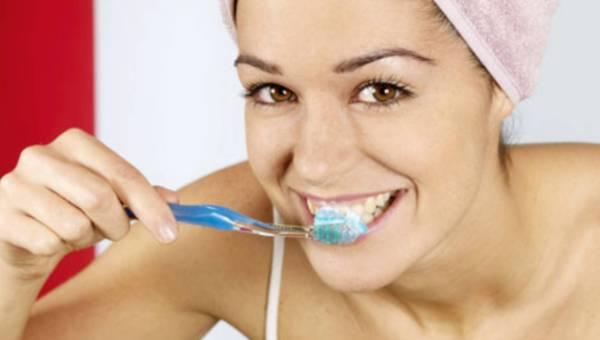 Kobiety dbają o zęby lepiej niż mężczyźni – powód do dumy?