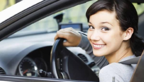 Uwaga, kobieta za kierownicą! Co za szczęście…