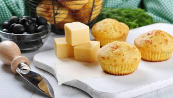 Przepis na: Muffinki z żółtym serem na ostro