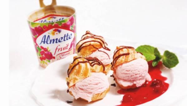Profiterolles/semifreddo z Almette Fruit  z wiśnią i żurawiną