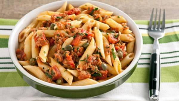 Szybkie danie: Pióra z sosem pomidorowym z tuńczykiem