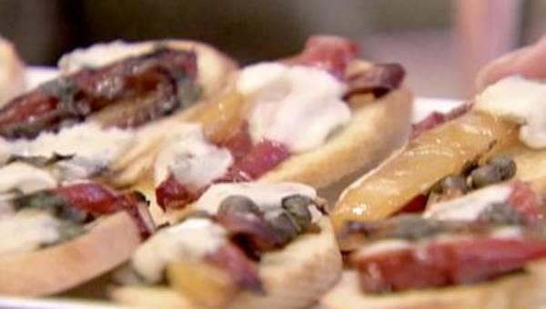 Ina Garten: Bruschetta z paprykami i gorgonzolą