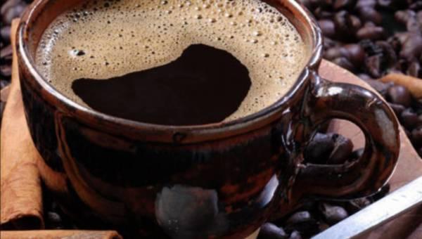"""""""Mała czarna"""" dla aktywnych – jak  kofeina wpływa na nasz organizm?"""