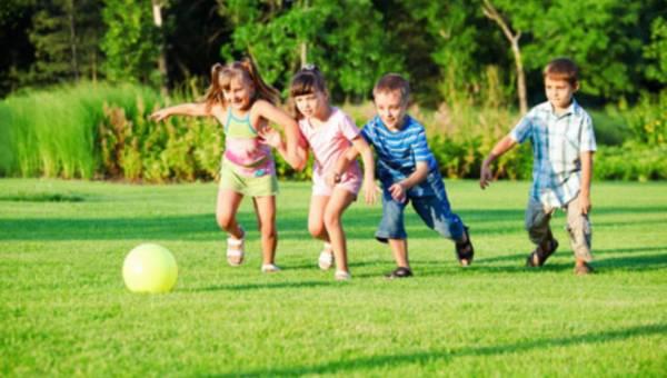Propozycje zabaw w ogrodzie, które pobudzą rozwój Twojego dziecka