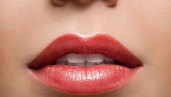 Chcesz wiedzieć czy kobieta łatwo osiąga orgazm? Spójrz na jej usta!