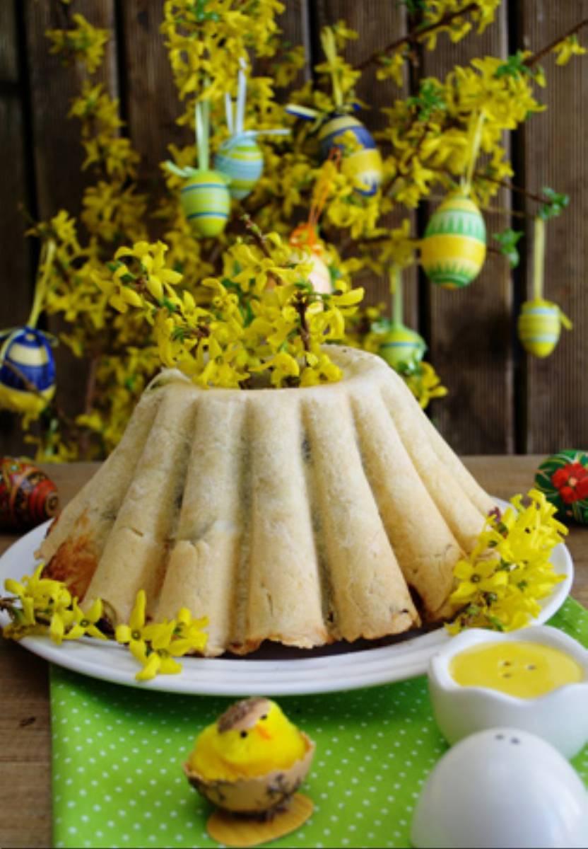 Wielkanocna baba z jajkami