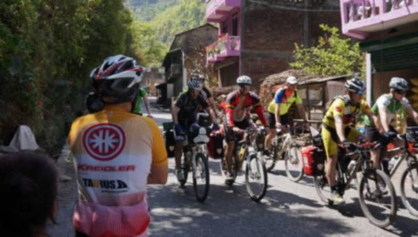 Rowerami po Himalajach – opisuje Robert Senczek – uczestnik ekspedycji