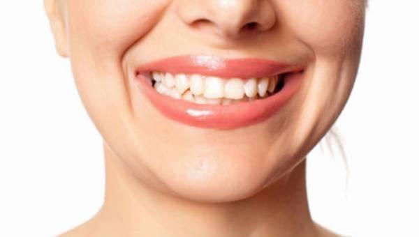 Nieświadomie zaciskasz zęby? To objaw stresu. Czym to grozi?