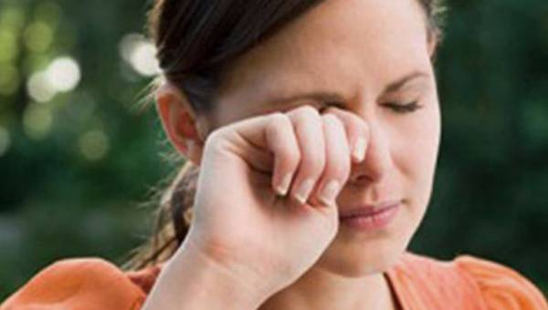 Dręczą Cię nawracające jęczmienie? Przeczytaj, jak z nimi postępować