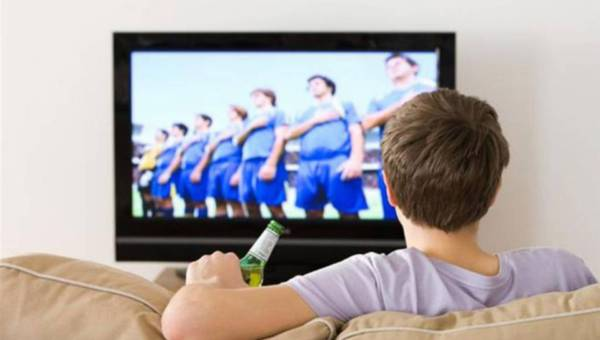 Piłka nożna czy seks? 10 wymówek mężczyzn, by obejrzeć mecz!