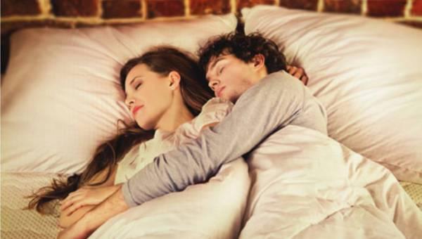 Sen w ciąży  – jak zapewnić sobie komfortowy odpoczynek?